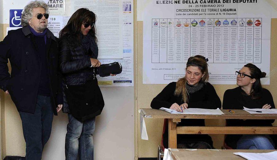 Le leader du mouvement des cinq étoiles, Beppe Grillo, et sa femme Parvin Tadjik arrivent au bureau de Gênes pour voter aux élections sénatoriales. Selon les dernières estimations, le parti du comédien arrive en troisième position aux élections sénatoriales, devant la coalition centriste de Mario Monti.