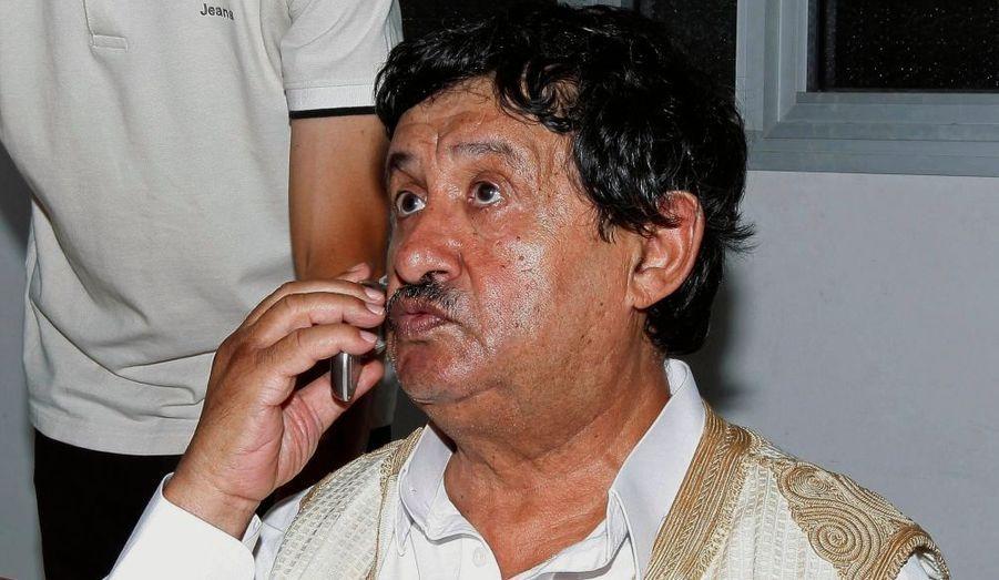 """Abdelati Obeïdi, ministre des Affaires étrangères du régime déchu de Mouammar Kadhafi, a été arrêté par les forces du nouveau pouvoir libyen près de Tripoli, a rapporté un envoyé spécial de l'agence Reuters. L'homme a été appréhendé dans sa ferme de Djanzour, à la périphérie ouest de la capitale, au cri de """"Allahu Akbar"""" (Dieu est le plus grand)."""