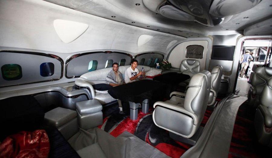 A l'aéroport de Tripoli, des rebelles libyens ont pris possession de l'avion privé de Mouammar Kadhafi, toujours introuvable.