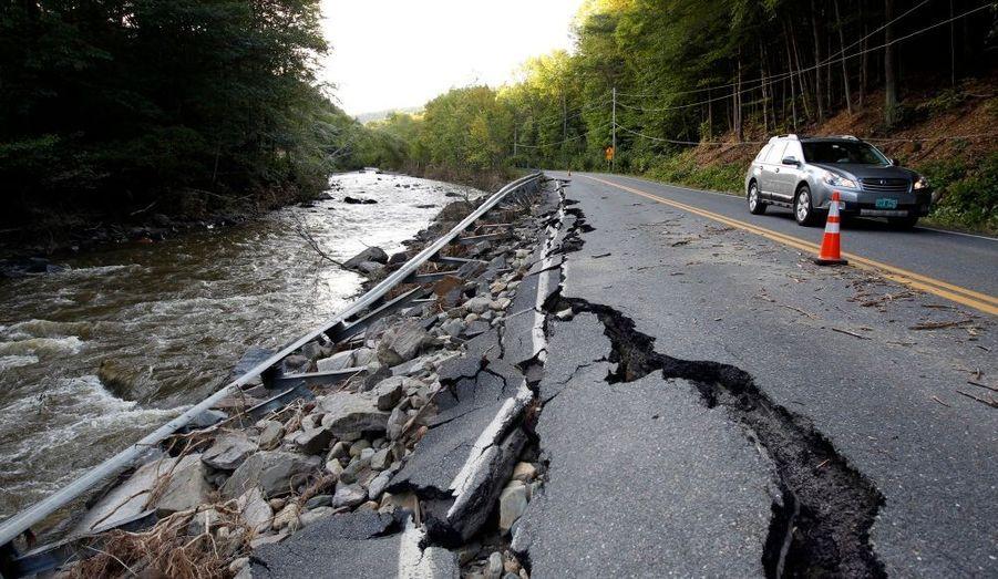 Une route endommagée à Halifax, dans le Vermont, suite au passage de l'ouragan Irene.