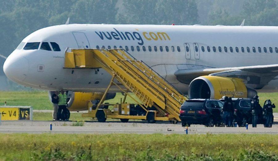 Une incompréhension entre le pilote d'un avion de la compagnie espagnole Vueling et la tour de contrôle de l'aéroport d'Amsterdam-Schipol a déclenché mercredi une fausse alerte au détournement d'avion et à la prise d'otage.