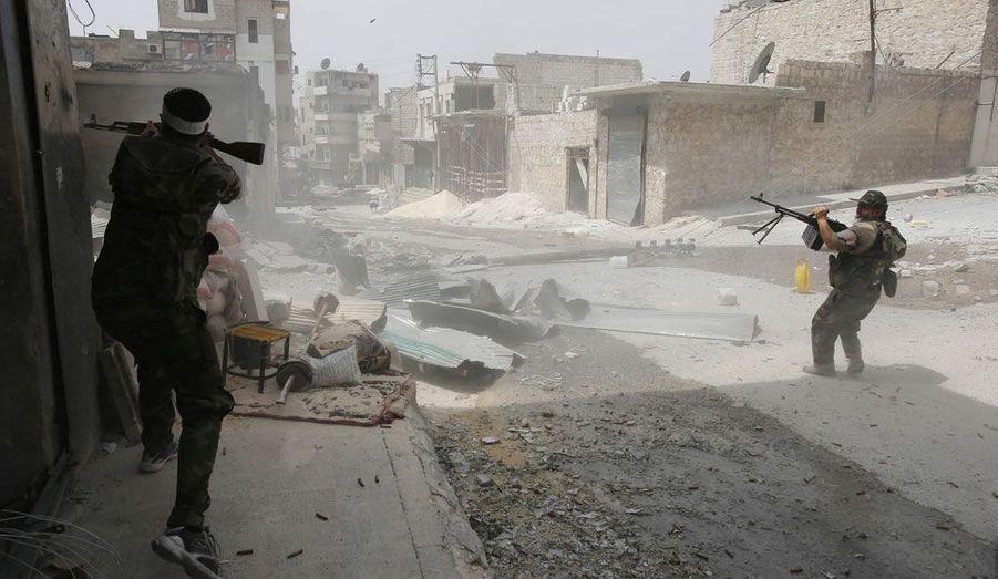 A Alep, en Syrie, des insurgés ouvrent le feu sur des forces loyales à Bachar al-Assad.