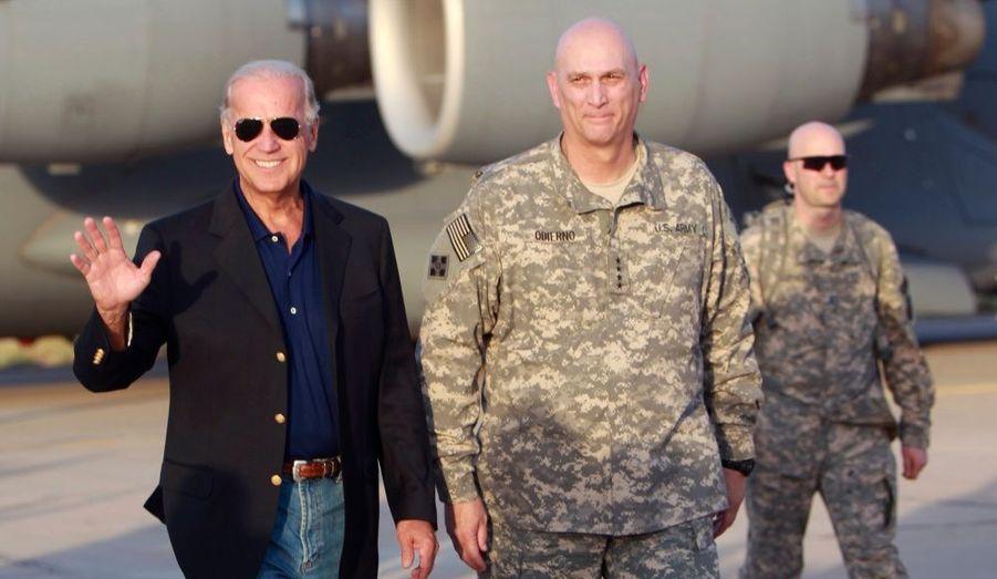 A la veille du retrait officiel des forces américaines combattantes d'Irak, le vice-président américain Joe Biden est arrivé lundi à Bagdad où il a assuré que son pays n'abandonnerait pas les Irakiens. La date-butoir pour le retrait des troupes de combat américaines tombe mardi, sept ans et demi après l'intervention anglo-américaine qui a abouti, le 9 avril 2003, au renversement du régime de Saddam Hussein.