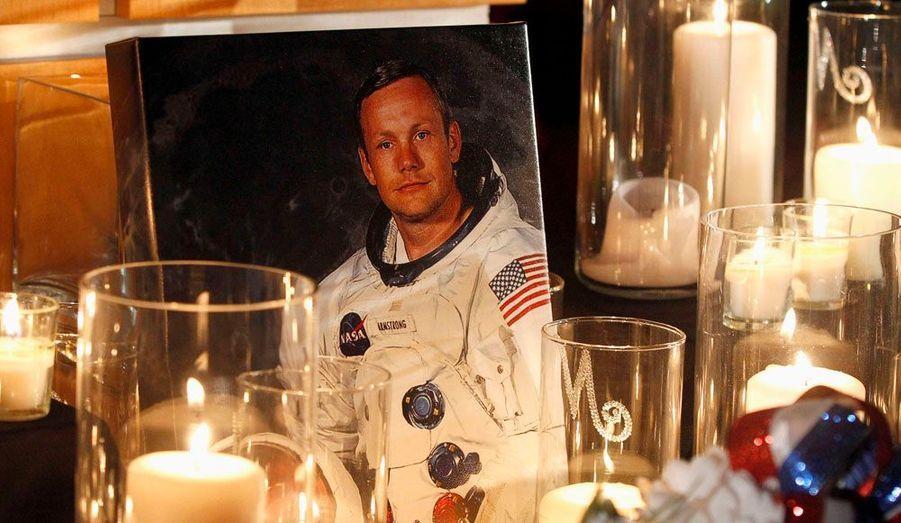 Un mémorial en l'honneur de Neil Armstrong, mort samedi soir à 81 ans, a été érigé au musée de l'air et de l'espace de Wapakoneta, dans l'Ohio aux Etats-Unis.
