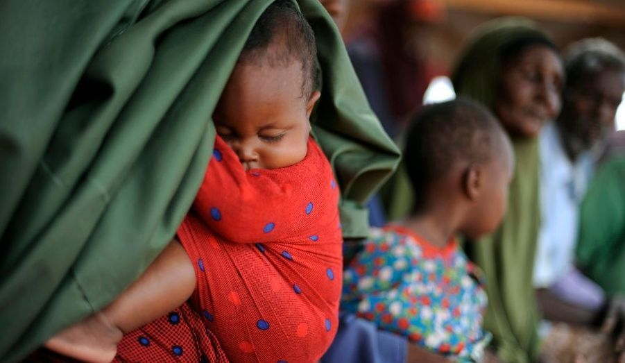 Des réfugiés somaliens arrivent au camp de Dadaab, au Kenya, au nord-est de la capitale Nairobi.