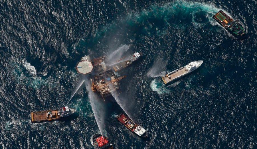 Jeudi soir, une explosion dans une plate-forme pétrolière aux larges de la Louisiane a rappelé de mauvais souvenirs. Les garde-côtes ont néanmoins minimiser les risques d'une nouvelle marée noire vendredi. Il n'y a pas eu de victimes.