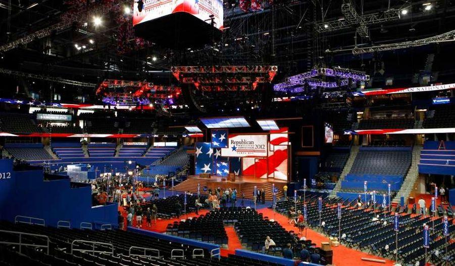 Tout à l'heure, celle salle, sera comble, notamment pour le discours d'Ann Romney. Rappelons que la convention républicaine de Tampa, en Floride, a été reportée d'un jour à cause de la tempête Isaac.