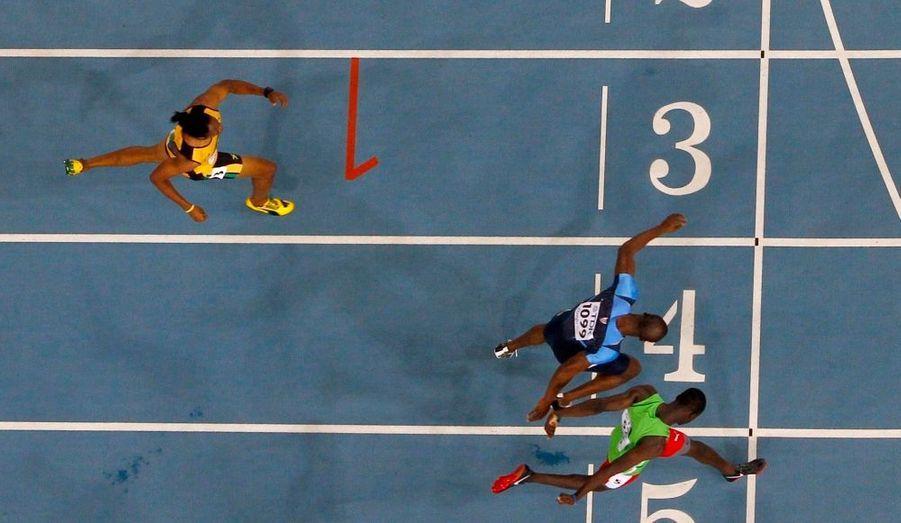 Pour 3 centièmes de seconde, Kirani James, de l'île de Grenade, bat le favori américain LaShawn Merritt, et devient champion du monde du 400 mètres à Daegu.