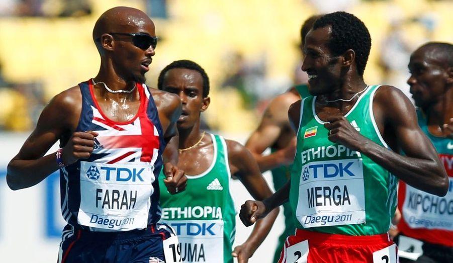Dans les séries du 5000 mètres des championnats du monde d'athlétisme à Daegu, le britannique Mo Farah et l'éthiopien Merga, dominateurs, se paient le luxe de plaisanter avant le passage de la ligne.