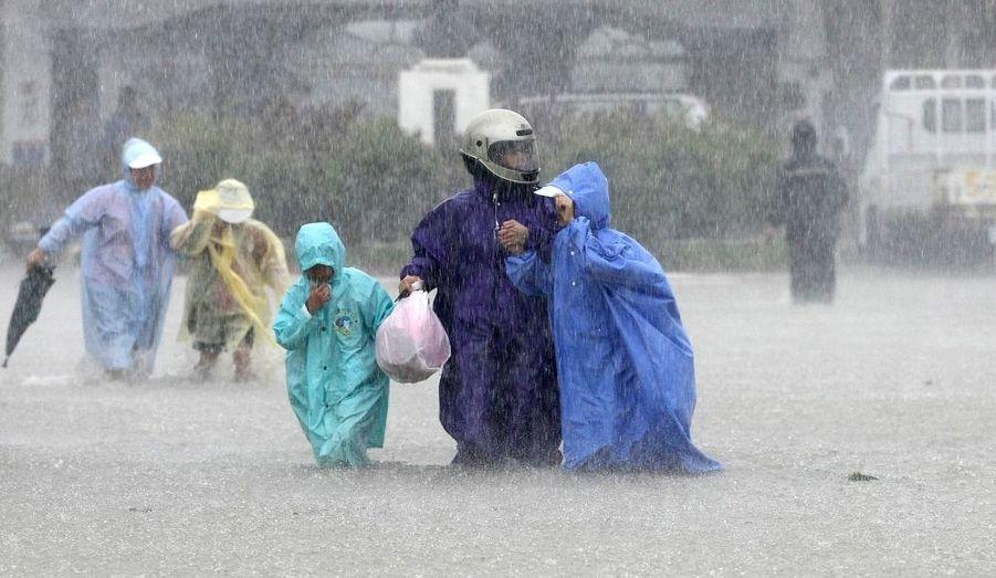 La ville de Checheng (Taïwan) est touchée par les pluies diluviennes du typhon Nanmadol.
