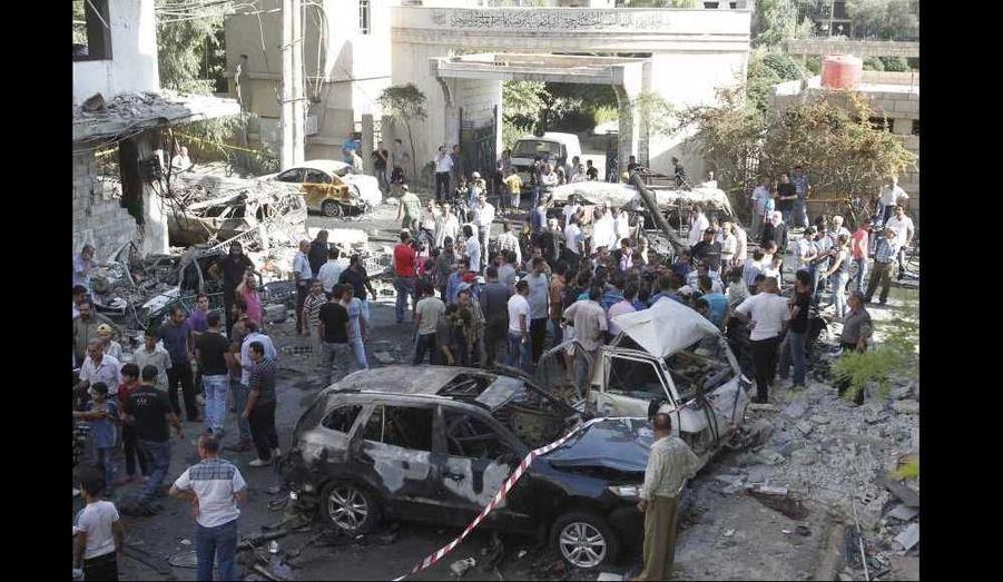 Un attentat à la voiture piégée a tué au moins 12 personnes et en a blessé 48 autres, selon le bilan de la télévision d'Etat syrienne, dans le quartier de Jaramana, favorable au régime. L'Observatoire syrien des droits de l'Homme (OSDH) a pour sa part fait état de 27 morts en soulignant que la déflagration était survenue lors de funérailles de deux partisans d'Assad. A noter que cette banlieue de Damas est majoritairement druze et chrétienne.