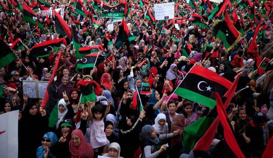 Les habitants de Tripoli se sont rassemblés vendredi sur l'ancienne place Verte, rebaptisée place des Martyrs, pour célébrer la libération de la capitale libyenne.