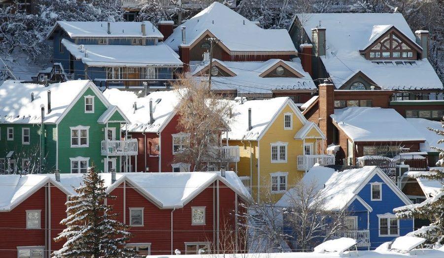 Des maisons recouvertes de neige lors du Festival du Film de Sundace à Park City, dans l'Utah.