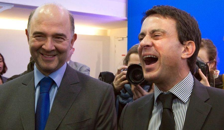 Pierre Moscovici et Manuel Valls ont visiblement apprécié la présentation du programme de François Hollande, à la Maison des Métallos, à Paris.