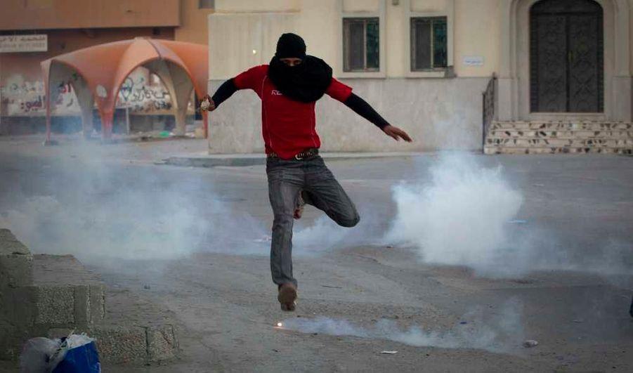 Les manifestations se poursuivent au Bahreïn, après la mort de 14 ans, Yassin al-Afsoor dans le village de Mamee.
