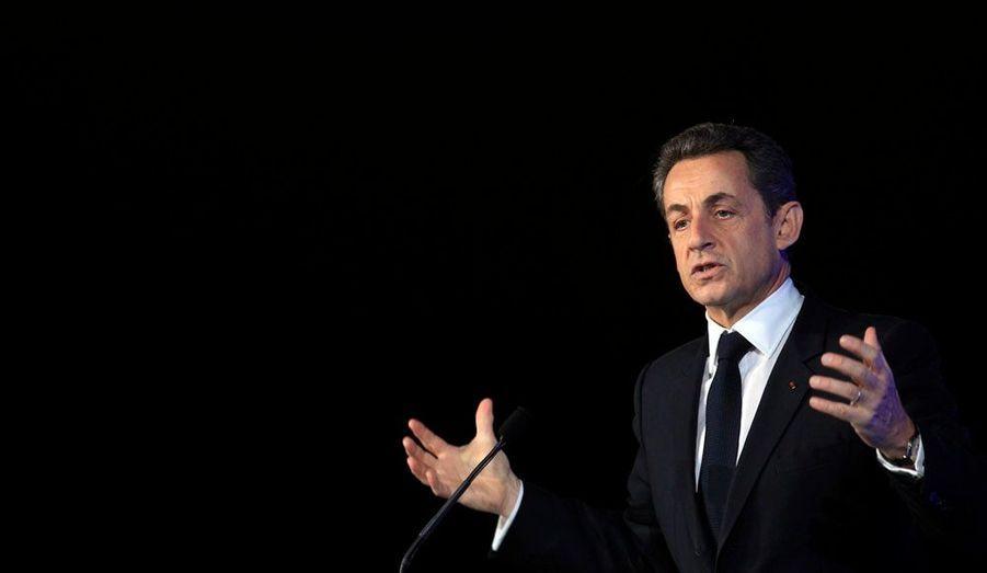 L'hypothèse se murmure dans les rangs de la majorité: il faut que Nicolas Sarkozy entre dans l'arène et se déclare candidat, pour pouvoir répondre aux attaques de la gauche. Mais cela signifierait abandonner la stratégie du «Président jusqu'au bout», adoptée par le chef de l'Etat.