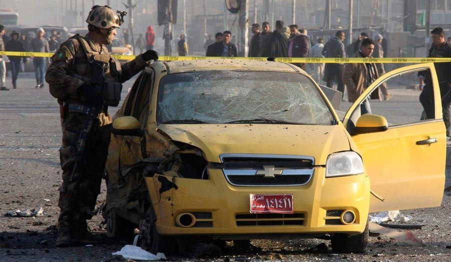 Quatre voitures piégées ont explosé mardi dans des quartiers majoritairement chiites de Bagdad, la capitale irakienne. Le bilan provisoire fait état de 13 morts et 75 blessés. Un véhicule a notamment explosé à une intersection dans le faubourg de Sadr City, situé dans le nord-ouest de la capitale, faisant deux morts.