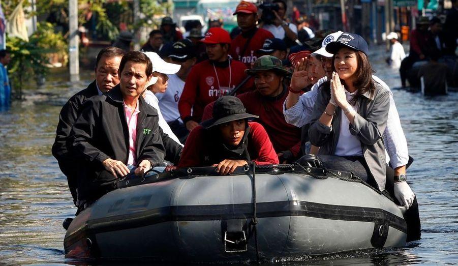 La Première ministre thaïlandaise, Yingluck Shinawatra s'est rendue dans les zones les plus sinistrées de Bangkok, jeudi. Elle a annoncé que les autorités mettraient tout en oeuvre pour rétablir au plus vite la situation dans la capitale après les inondations les plus meurtrières de la décennie.