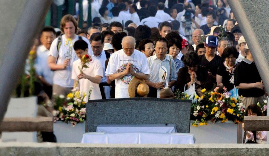 Pour la première fois de l'histoire, un représentant officiel des Etats-Unis – l'ambassadeur au Japon – a assisté à la commémoration du 65e anniversaire du bombardement d'Hiroshima.