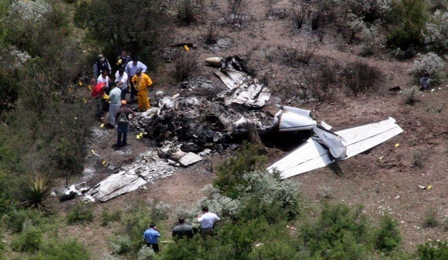 Huit personnes, dont un ministre de l'Etat de Coahuila et le maire de Piedras Negras ont péri mercredi dans l'accident de leur petit avion, qui s'est écrasé à cause d'un ennui mécanique dans le nord du Mexique, ont rapporté les autorités. Le ministre des Travaux publics, Horacio del Bosque, et les responsables qui l'accompagnaient survolaient une région du nord du Mexique pour se rendre compte des dégâts provoqués par l'ouragan Alex.