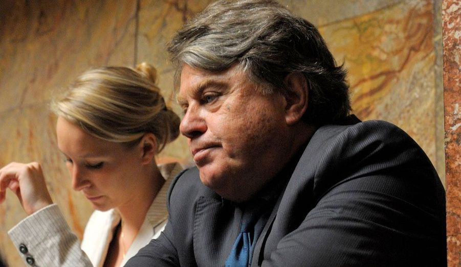 Les nouveaux députés du FN, Gilbert Collard et Marion Marechal-Le Pen écoutent le discours du premier ministre Jean-Marc Ayrault à l'Assemblée nationale.