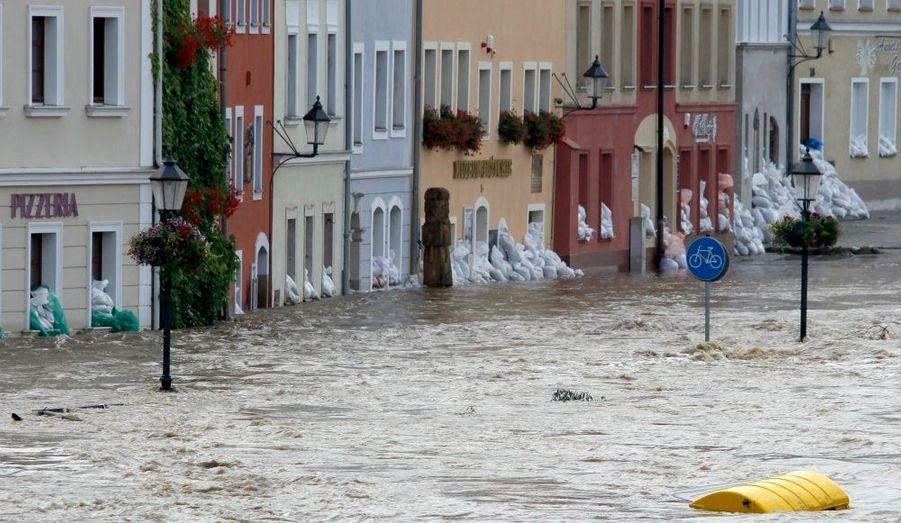 A Görlitz, à l'est de l'Allemagne, la crue de la rivière Neisse a engendré d'importantes inondations.