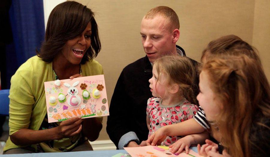 La première dame des Etats-Unis, Michelle Obama participe à une célébration organisée à Bethesda (Maryland) avant les fêtes de Pâques en compagnie d'enfants de militaires hospitalisés au centre Walter Reed.