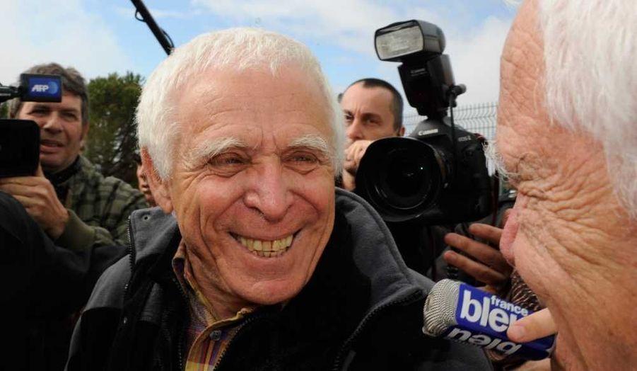 Christian Iacono, ex-maire de Vence (Alpes-Maritimes) condamné pour le viol de son petit-fils qui a ensuite retiré ses accusations, est sorti jeudi de la prison de Grasse où il avait été réincarcéré le 9 janvier pour purger sa peine. L'homme de 77 ans, condamné en 2009, puis en appel en février 2011, à neuf ans de prison pour le viol de Gabriel, aujourd'hui âgé de 20 ans, a bénéficié d'une mise en liberté conditionnelle le 27 mars dernier.