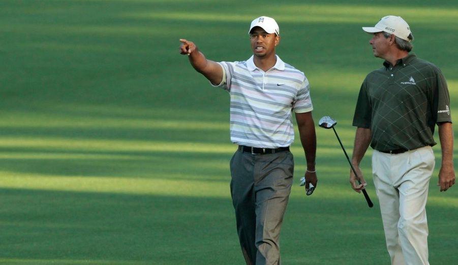 Le golfeur Tiger Woods est bien arrivé en Georgie pour participer au Masters d'Augusta, sa première compétition depuis ses aveux d'infidélité à répétition. Le champion a même tapé quelques fers, accompagné de son ami Fred Couples.