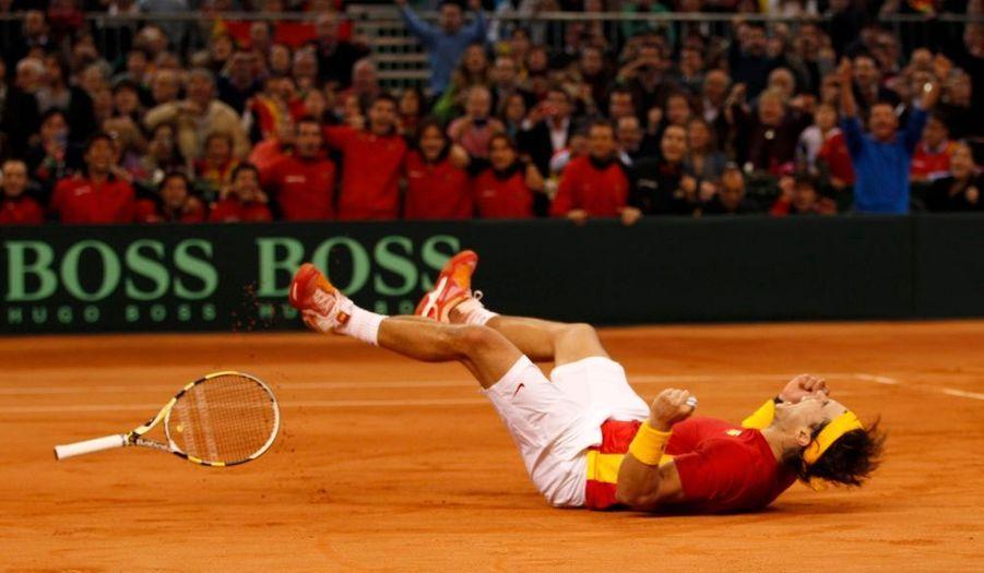 L'Espagne a remporté dimanche la cinquième Coupe Davis de son histoire en battant l'Argentine 3-1 sur la terre battue du Stade olympique de Séville.