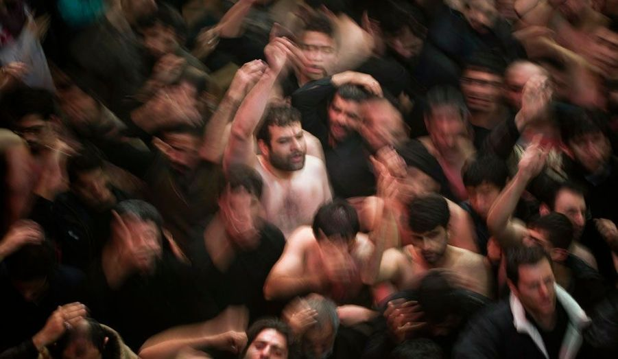 A Téhéran, les chiites se frappent la tête à l'occasion de la célébration de l'Achoura, la fête la plus importante du calendrier chiite.