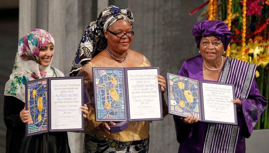 Ce samedi, à Oslo, le président du comité Nobel, leNorvégien Thorbjoern Jagland, a remis le pris Nobel de la Paix trois lauréates de l'année, à savoir la présidente libérienne Ellen Johnson-Sirleaf, sa compatriote Leymah Gbowee et la Yéménite Tawakul Karman, deux défenseuses des droits des femmes issues de la société civile.