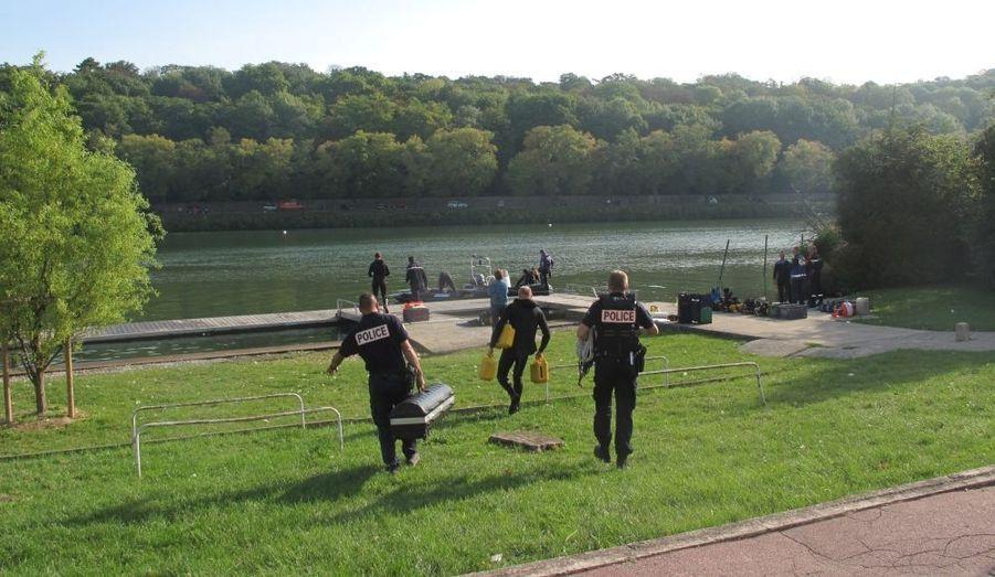 Un policier s'est noyé dimanche en tentant de sauver un automobiliste qui s'était jeté dans la Seine, près de Melun. L'automobiliste semble avoir connu le même sort tragique.