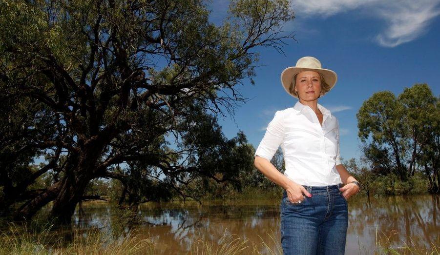 Kristina Keneally, premier ministre de l'Etat australien des Nouvelles-Galles du sud, en déplacement à Goodooga, pour s'assurer des mesures prises en prévision des inondations attendues dans la région.