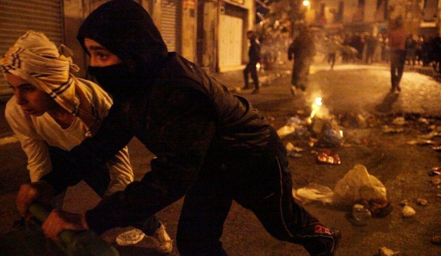 Le quartier populaire de Bab El-Oued, à Alger, a été le théâtre d'affrontement entre les forces de l'ordre et les jeunes du quartier qui protestent contre la situation économique du pays et le manque de perspective.