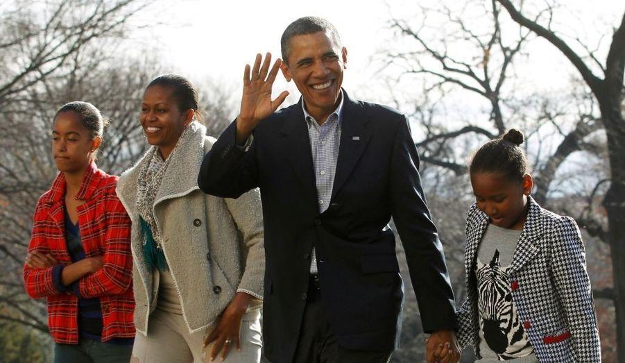 Barack Obama, accompagné de Michelle et de ses filles, est de retour à Washington après des vacances studieuses passées à Hawaï.