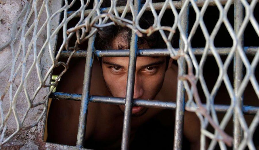 Ce détenu est enfermé dans l'aile Alcatraz de la prison Tacumbù, abritant les prisonniers les plus dangereux du Paraguay. Le président du pays, Fernando Lugo a ordonné sa fermeture, car elle est surpeuplée et les conditions de vie y sont plus que précaires. Le transfert des détenus devrait commencer en 2011.