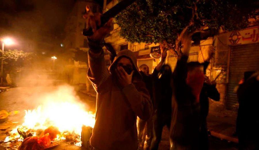 La Tunisie et l'Algérie sont en proie à de violentes et rares manifestations, les jeunes protestant contre la précarité de l'emploi, dans le premier cas, et contre le coût de la vie dans le second.