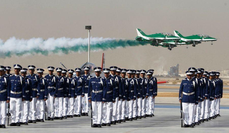 Cérémonie de remise de diplômes en grande pompe pour les élèves officiers de l'académie de l'Air d'Arabie Saoudite, ce 1er janvier.