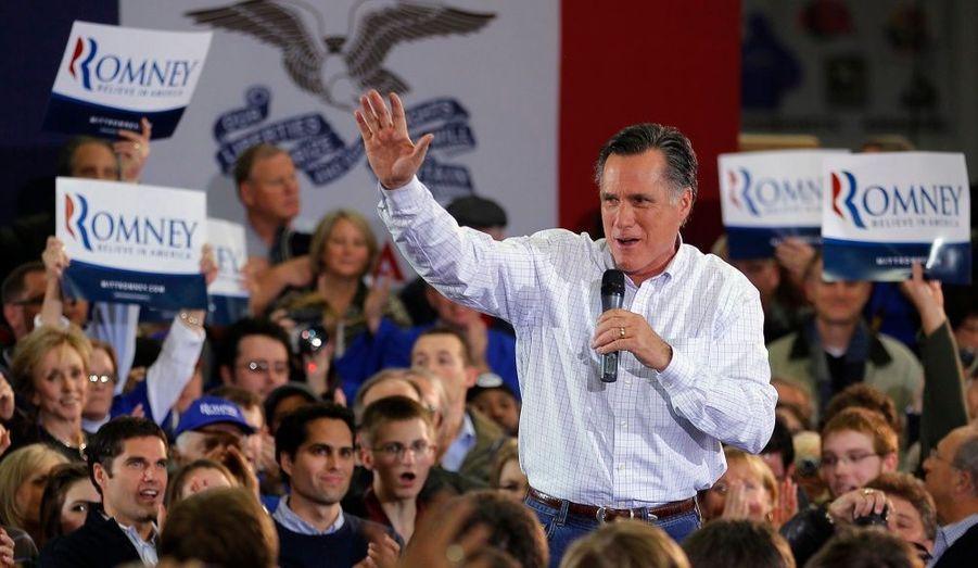 """L'ancien gouverneur du Massachusetts Mitt Romney, lors d'un meeting à Clive. Le """"caucus"""" républicain de l'Iowa marque mardi le lancement du long processus de désignation du candidat du """"Grand Old Party"""" qui affrontera le démocrate Barack Obama à l'élection présidentielle de novembre prochain."""