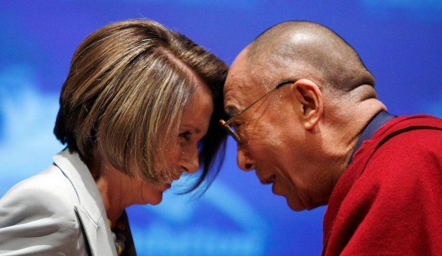 Le Dalaï-Lama, en visite à Washington, a rencontré la présidente démocrate de Chambre des représentants mardi. Barack Obama a quant à lui repoussé sa rencontre avec le leader tibétain, afin de ne pas froisser la Chine. Le président américain se rendra à Pékin rencontrer Hu Jintao le mois prochain.