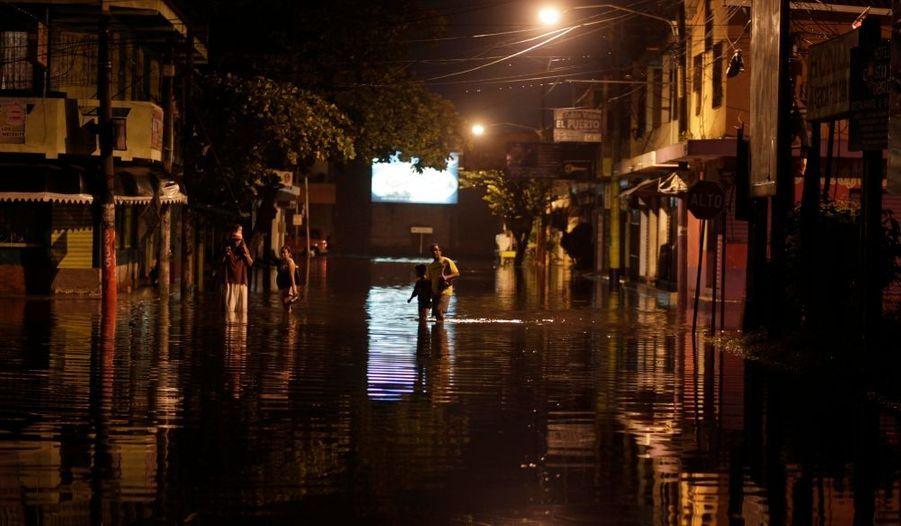 Le Guatemala de nouveau sous les flots. Le pays d'Amérique Centrale est en alerte rouge après le passage d'une tempête tropicale qui a noyé la région d'Escuiltla et fait au moins 18 morts.