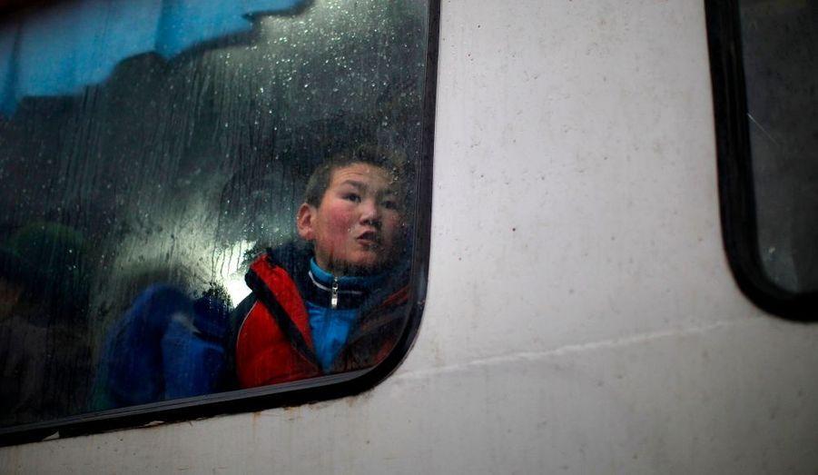 Un enfant, à Oulan-Bator, capitale de la Mongolie.