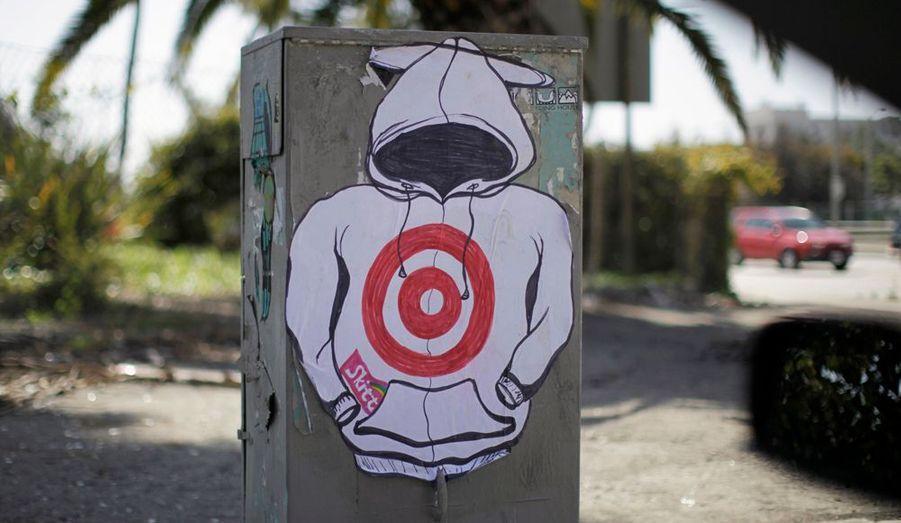 Le meurtre de Trayvon Martin continue de secouer les consciences aux Etats-Unis. En témoigne ce graffiti vu à Santa Monica, en Californie.