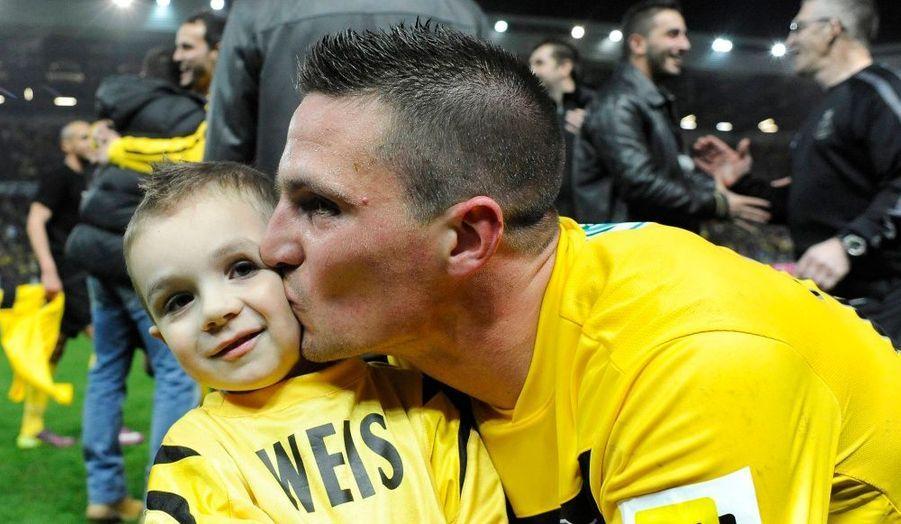 Frédéric Weis et son fils. L'US Quevilly, club amateur qui évolue en National, a battu hier soir Rennes 2-1 au stade Michel-d'Ornano, à Caen. Les joueurs affronteront Lyon en finale de la Coupe de France le 28 avril prochain.