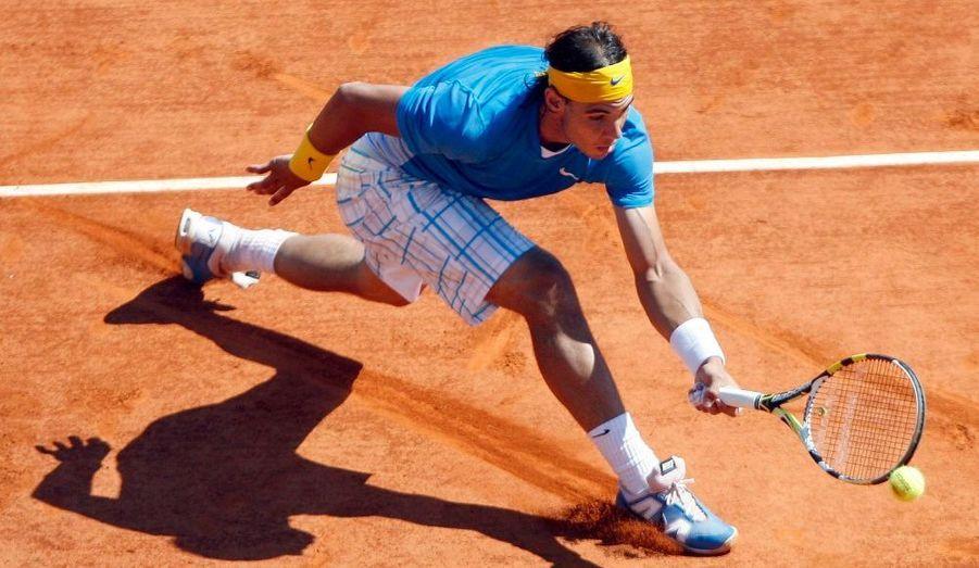 Pour son premier match sur terre battue de l'année, Rafael Nadal a été impressionnant, mercredi, à Monte-Carlo. L'Espagnol, quintuple tenant du titre sur le Rocher, n'a fait qu'une bouchée de Thiemo De Bakker balayé en juste une heure (6-1, 6-0). Son adversaire des huitièmes de finale, Juan Monaco ou Michael Berrer, a du souci à se faire.