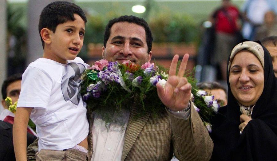 Shahram Amiri, le physicien nucléaire iranien qui affirme avoir été enlevé par des agents de la CIA, a regagné l'Iran dans la nuit de mercredi à jeudi. Le chercheur de l'Organisation iranienne de l'énergie atomique avait disparu en juin 2009 lors d'un pèlerinage à la Mecque. Lundi, il s'est réfugié à l'ambassade du Pakistan à Washington, qui abrite la section des intérêts iraniens. Les Etats-Unis affirment qu'il s'est rendu de son plein gré aux Etats-Unis. Lui dit avoir été enlevé par la CIA.