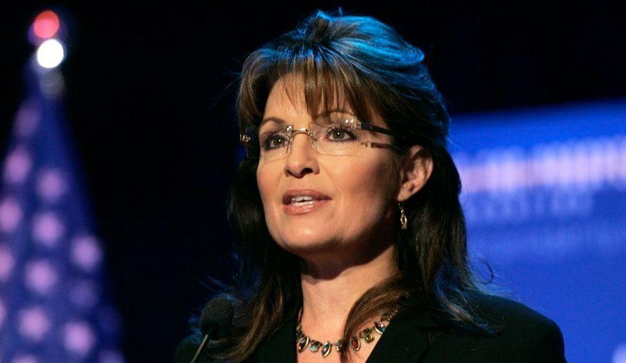 """La républicaine Sarah Palin, qui fut candidate au poste de vice-présidente des Etats-Unis en 2008, a réuni plus de 865.000 dollars de dons au cours des trois derniers mois. Cette somme alimente les spéculations sur ses intentions en vue de l'élection présidentielle de 2012. D'après les documents remis à la Commission fédérale des élections par le comité d'action politique qui la soutient, l'atypique ex-gouverneur de l'Alaska disposait d'un million de dollars début juillet sur les comptes bancaires finançant son action. """"Tout indique qu'elle sera candidate à la présidence en 2012"""", estime Ton Bonjean, un stratège du Parti républicain."""