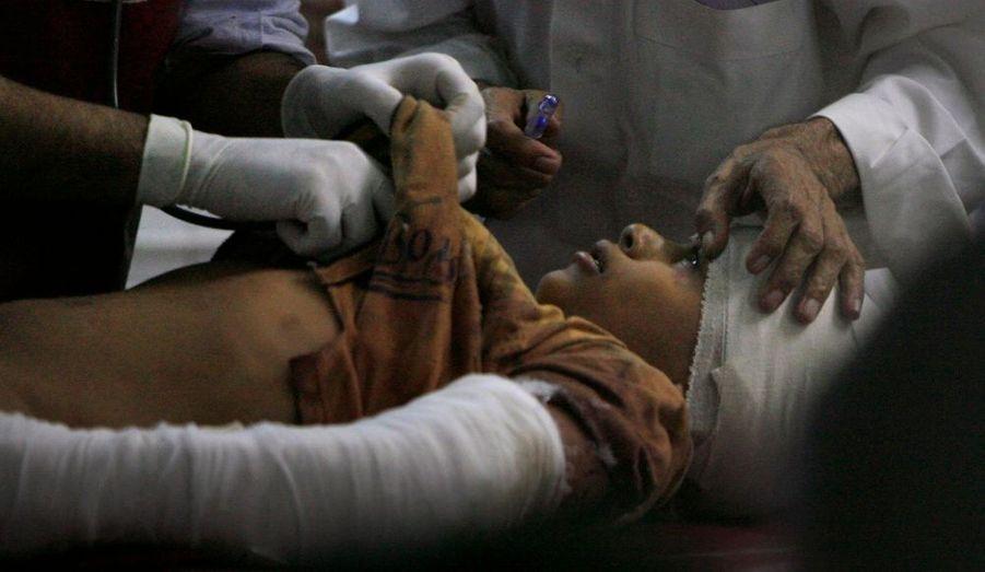 Cet enfant a été touché dans un attentat suicide à Mingora, Pakistan. Il a été transféré à l'hôpital de Peshawar.