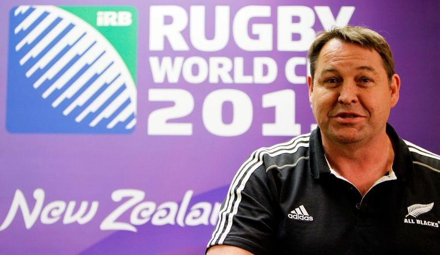 Steve Hansen a été nommé ce vendredi par la Fédération néo-zélandaise (NZRU) nouvel entraîneur des All Black. Adjoint de Graham Henry durant huit ans, Hansen, qui a donc été sacré champion du monde en octobre dernier à l'issue de la finale remportée par les All Blacks face à la France, a été préféré à Vern Cotter, l'actuel coach de Clermont dont la cote remontait fortement ces derniers jours.